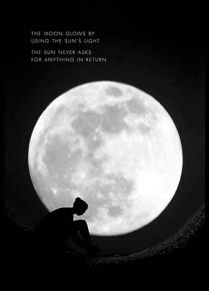 The Moon Glows Poster in der Gruppe Poster / Naturmotive bei Desenio AB (10013)